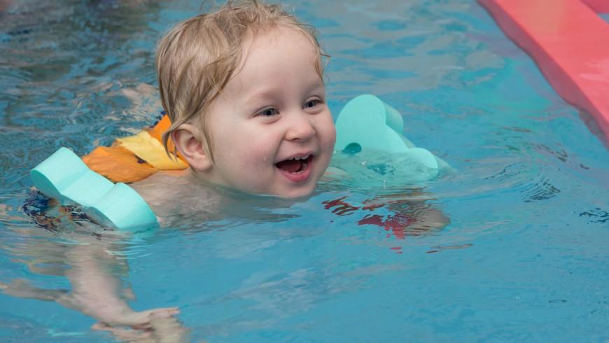 Radost z plavání a přirozený respekt z vody